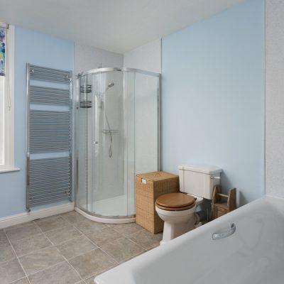 Glenview House Filey Family Bathroom 1a